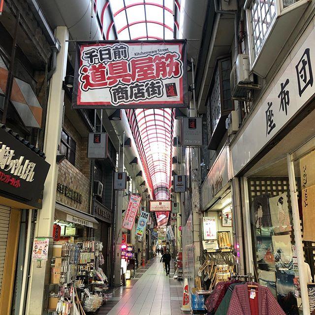 朝ご飯どこで食べよう?気がつくと西梅田から大黒町に行き、いつものように恵比寿町へ。気がつくと千日前商店街へ。あれだね、痩せると歩く距離が増えるって本当だね(^◇^;) #大阪#串カツ食べたい#魔法大学